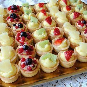 Плато ванилови тарталети с плодове -20бр. цена 28,00лв.