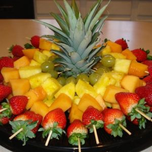Плодови шишчета ананас, ягоди, пъпеш,грозде 1кг. цена 35,00лв.